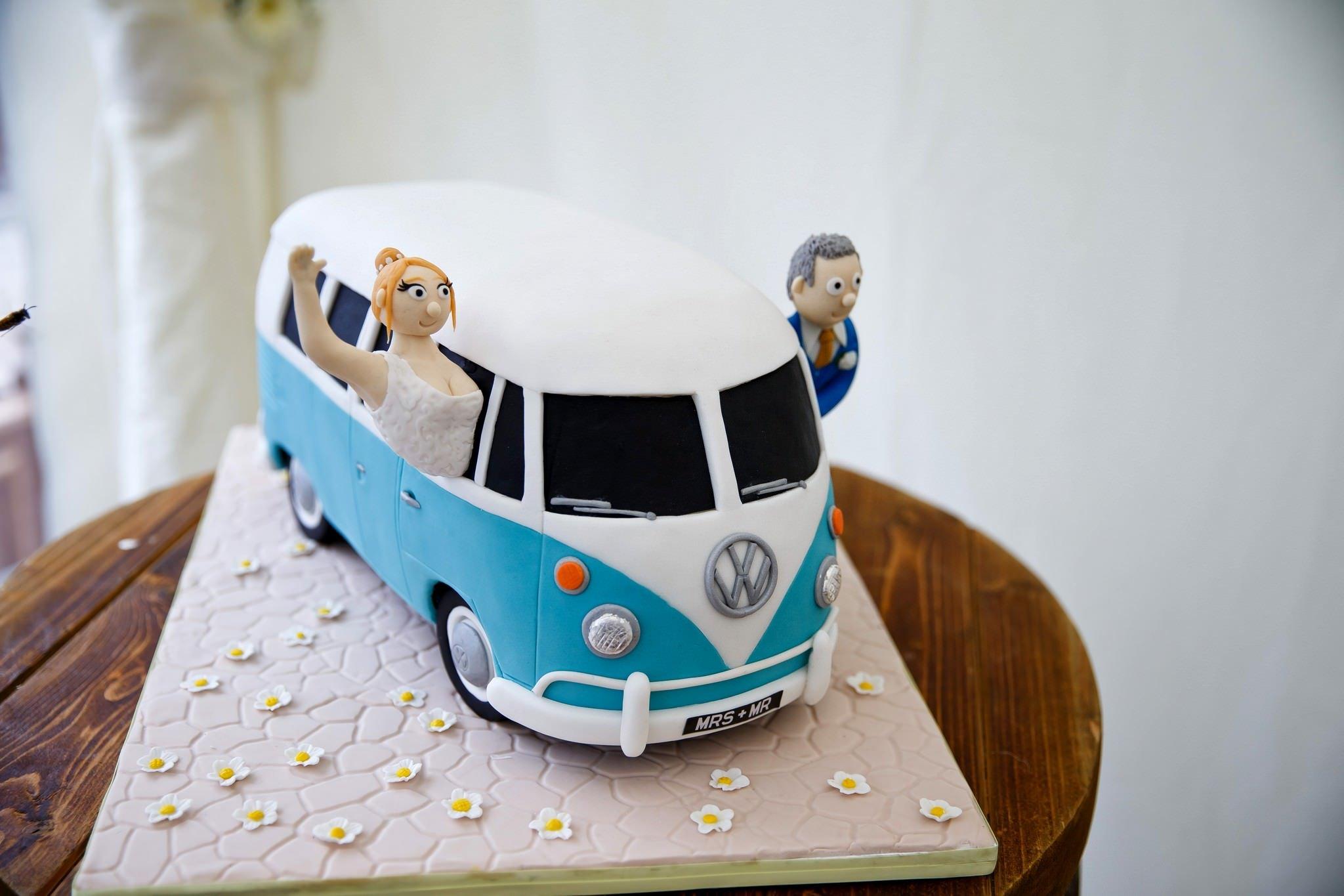 Court Gardens Farm Wedding Cake
